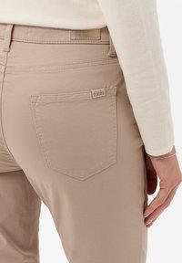 BRAX - STYLE CAROLA - Straight leg jeans - toffee - 4