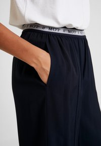 Marc O'Polo - PANTS WIDE LEG - Bukse - midnight blue - 4