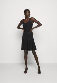 Pinko - GOLF ABITO - Pletené šaty - black - 0