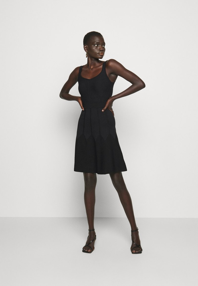 Pinko - GOLF ABITO - Pletené šaty - black