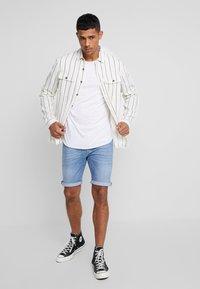Replay - MA981 - Denim shorts - light blue - 1