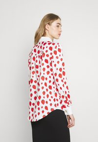 Sister Jane - STRAWBERRY COURT BOW SHIRT - Button-down blouse - red - 2