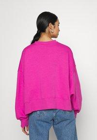 Nike Sportswear - CREW TREND - Sweatshirt - active fuchsia/white - 2