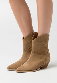 L37 - NIGHT MODE - Cowboy/biker ankle boot - brown - 0