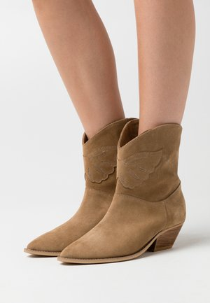 NIGHT MODE - Cowboy/biker ankle boot - brown