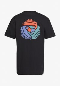 Cleptomanicx - HANDS IN THE BACK - Print T-shirt - black - 1