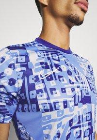 Nike Performance - DRY ACADEMY  - Print T-shirt - royal pulse/white - 5