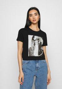ONLY - ONLKITA LIFE FACE DOT BOX - Camiseta estampada - black - 0