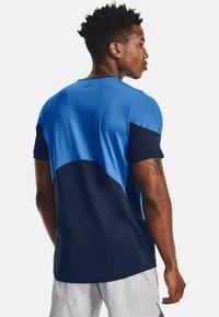 Under Armour - RUSH - Print T-shirt - blue circuit - 2