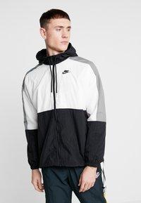 Nike Sportswear - Sportovní bunda - black/white/smoke grey - 0