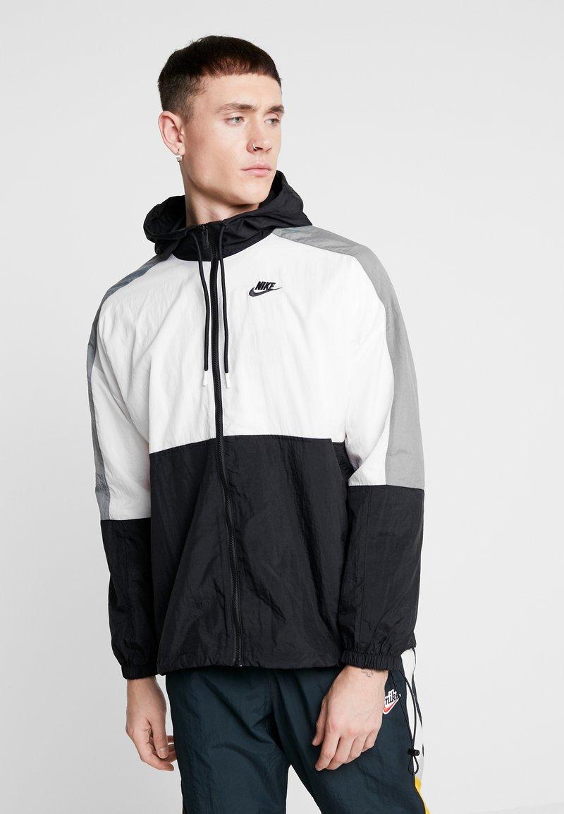 Nike Sportswear - Sportovní bunda - black/white/smoke grey