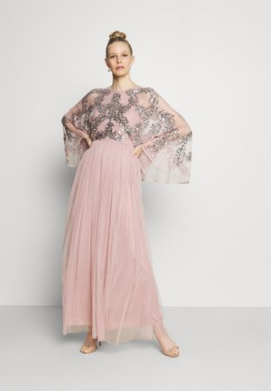 CAPE SLEEVE MAXI DRESS WITH FLORAL EMBELLISHMENT - Ballkjole - frosted pink