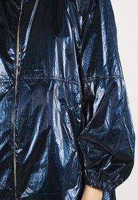 iBlues - RAMBO - Klasyczny płaszcz - navy - 5
