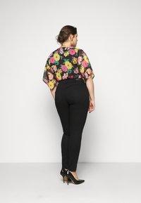 Pieces Curve - SHAPE UP SAGE - Jeans Skinny Fit - black - 2