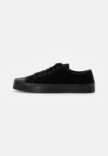 MILTARY LOW TOP - Sneakers basse - black