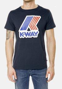 K-Way - PETE MACRO - Print T-shirt - deep blue - 0