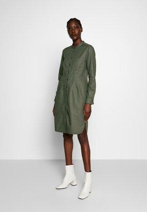 Košilové šaty - clear fern