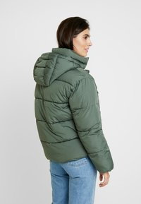 GAP - V-MIDWEIGHT NOVELTY PUFFER - Winter jacket - cool olive - 2