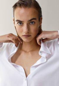 Massimo Dutti - MIT ZIERFALTE - Overhemdblouse - white - 2
