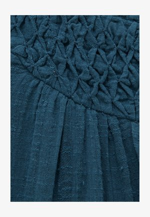 MIT DETAIL AM AUSSCHNITT - Vapaa-ajan mekko - dark-blue denim