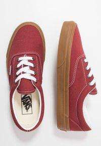 Vans - ERA - Sneakersy niskie - rosewood/true white - 1