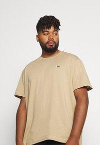 Lacoste - PLUS - T-shirt - bas - viennese - 3