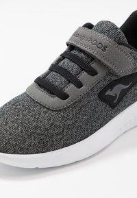 KangaROOS - CURVE - Sneakers - steel grey/jet black - 2
