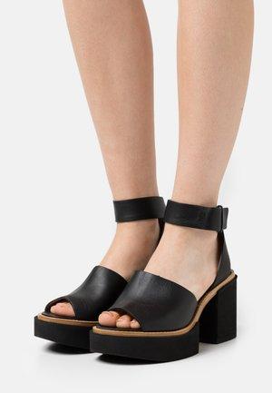 JAMANXIM - Sandalen met plateauzool - black