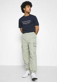 Scotch & Soda - ARTWORK TEE - T-shirt print - navy - 3
