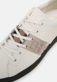 Ed Hardy - STRIPE TOP METALLIC - Sneakers basse - white/gunmetal - 4