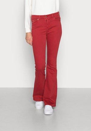 RAVAL - Flared jeans - scarlet