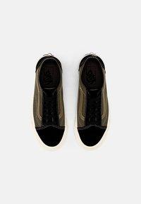 Vans - OLD SKOOL TAPERED UNISEX - Sneakers - black/grape leaf - 3