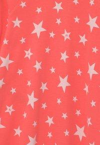 Petit Bateau - DORS BIEN ZIP UNISEX - Sleep suit - peachy/marshmallow - 2