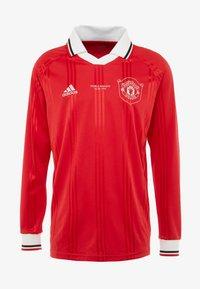 adidas Performance - MUFC ICONS TEE - Klubbkläder - real red - 3