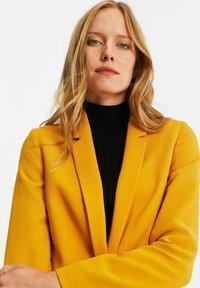 WE Fashion - MET STRUCTUUR - Blazere - ochre yellow - 3