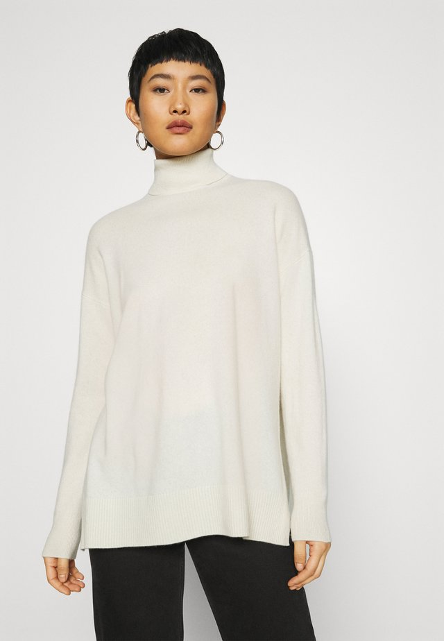 GALA ROLL NECK - Strikkegenser - chalk white