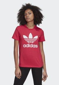 adidas Originals - TREFOIL T-SHIRT - Print T-shirt - pink - 0