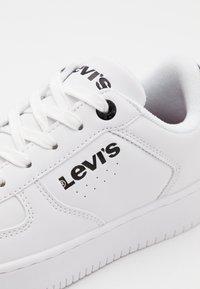 Levi's® - NEW UNION UNISEX - Trainers - white/black - 5