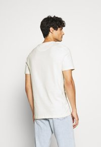 Lyle & Scott - T-shirt - bas - vanilla ice - 2