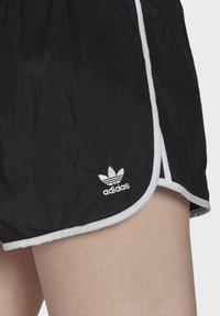 adidas Originals - 3 STRIPES ADICOLORSHORTS - Shorts - black - 3