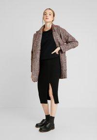 Forever New - CLAIRE SPLIT SKIRT - Falda de tubo - black - 1