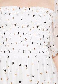 Lace & Beads - CALI DRESS - Koktejlové šaty/ šaty na párty - white - 4