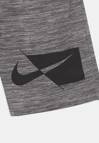 Nike Sportswear - Shorts - smoke gray heather - 2