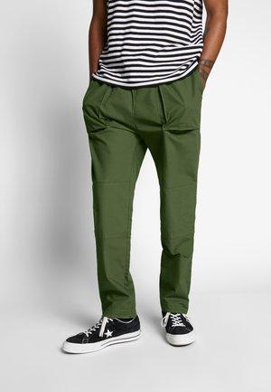 NOAH WORKER TROUSERS - Spodnie materiałowe - khaki green