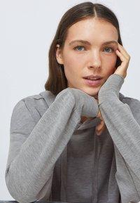 OYSHO - SOFT TOUCH  - Sweat à capuche - light grey - 4