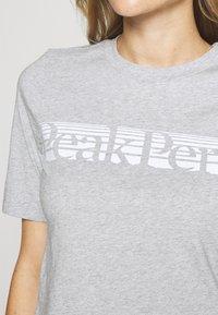 Peak Performance - BOUNCE PRINTE TEE - T-shirt con stampa - grey melange - 4