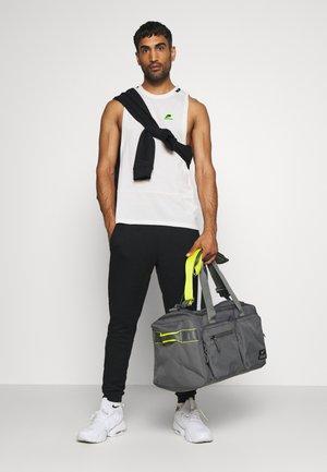 UTILITY POWER DUFF - Sportovní taška - iron grey/iron grey/enigma stone