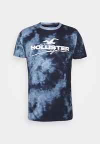 Hollister Co. - GRAPHIC - Print T-shirt - blue - 5