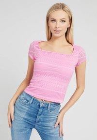 Guess - NADIDE - Print T-shirt - rose - 0
