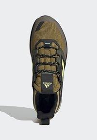 adidas Performance - TERREX TRAILMAKER BLUE HIKING SHOES - Fjellsko - wild moss/hi-res yellow/halo gold - 4